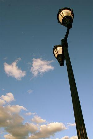 하늘에 불이 켜진 램프