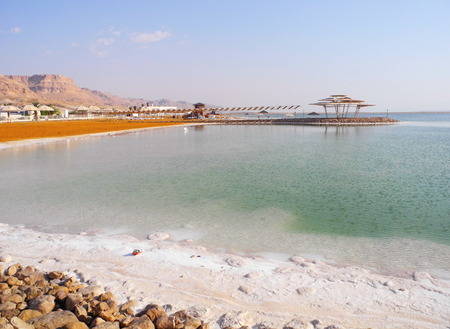 recuperation: Public beach on the Dead Sea resort.