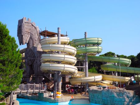 Belek, Turchia - 13 giugno 2012: Slides un parco acquatico, stilizzata come un cavallo di Troia. .
