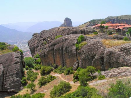 kalambaka: Rocks, on the tops of which are located the monasteries of Meteora.