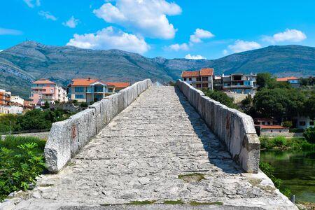 Arslanagic Bridge. View on Trebinje River. Bosnia and Herzegovina. 写真素材 - 134774905