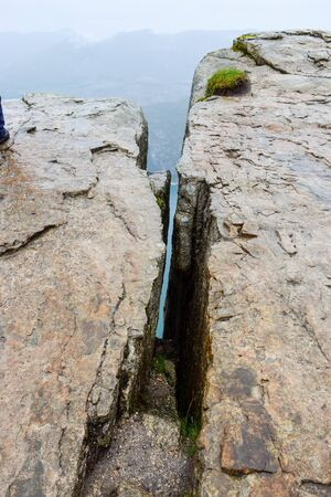 The cleft near Pulpit Rock or Preikestolen. Norway. Stockfoto
