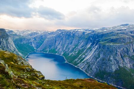 Lake Ringedalsvatnet near the trail to Trolltunga in Norway. Stockfoto