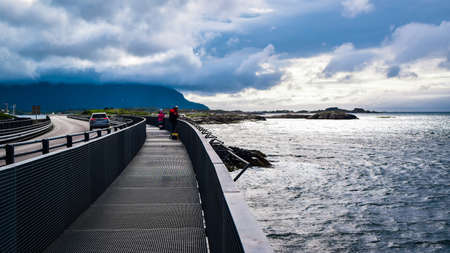 Fishermens on Hulvagen Bridge near Atlantic Ocean Road, passing through small islands in Norwegian Sea and is part of National Tourist Routes in Norway. 免版税图像