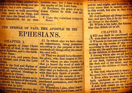 Close-up van oude Heilige Bijbel boek