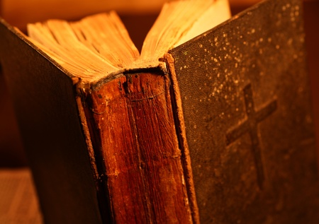 Close up of old Holy bible book Stockfoto