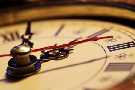 Gros plan d'un visage d'horloge Vieux