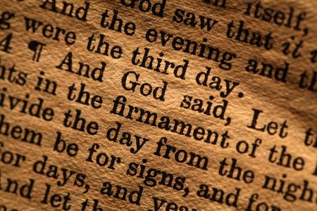 Gros plan sur Sainte Bible