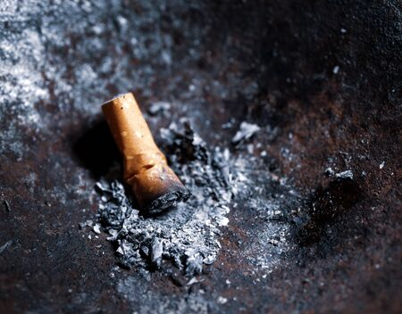 Close up of burning cigarettes with smoke and fumes Imagens