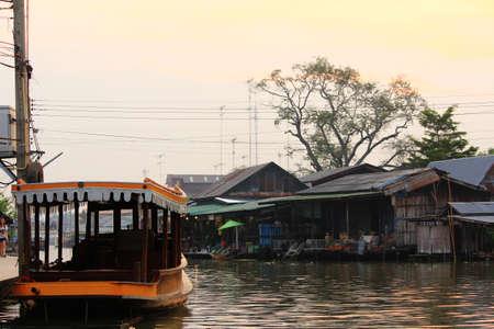 amphawa: Amphawa Floating Market in Thailand