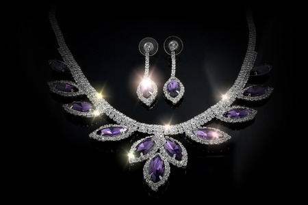 Luxury jewelry set - Necklace and earrings - Black background