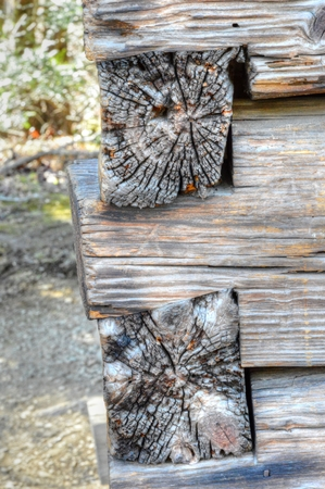 SQUARE NOTCHED WOOD LOGS