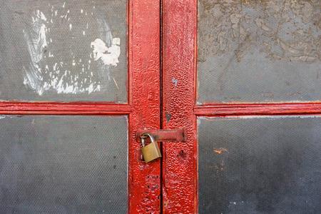 Dubbele rode deur met glas