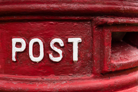 Traditionele rode britse Royal Mail Post Box