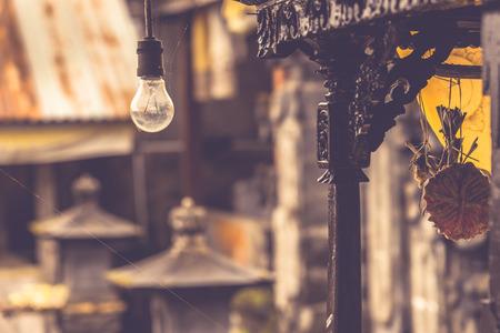 Gloeilamp in Balinese tempel. Stockfoto