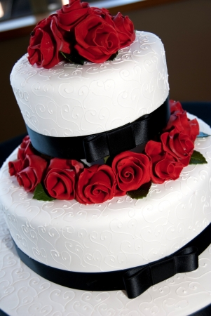 Rose decorated wedding cake photo