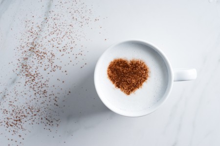 hot drink with heart shape cocoa mark Stock fotó
