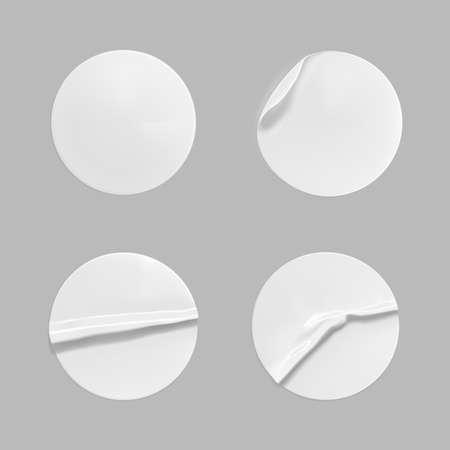 White round crumpled sticker mock up set. Adhesive clear white paper or plastic sticker label with glued, wrinkled effect on gray background. Blank templates label or price tags. 3d realistic vector. 向量圖像