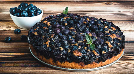 Homemade blueberry pie on the wooden table 版權商用圖片
