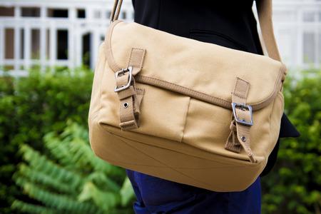 shoulder bag: brown vintage shoulder bag of traveler