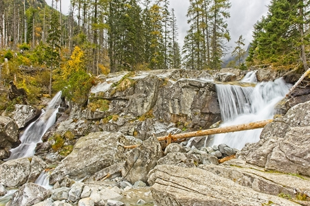 Cold Creak waterfalls in High Tatras mountains. Smooth water trails of Giant Waterfall in Autumn. No people. Archivio Fotografico - 115168884