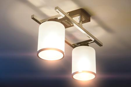 A Lighting lamp with bulbs in home 版權商用圖片 - 92277067