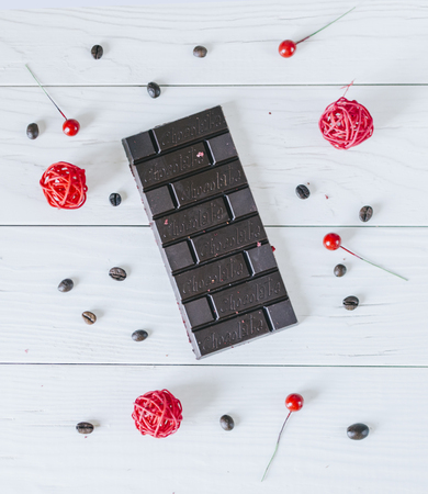 Dark chocolate with berry on white wood table Stockfoto