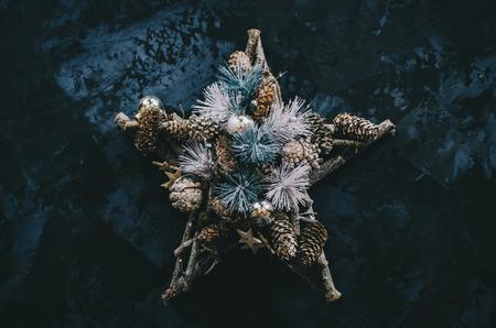 Christmas tree decoration on the vintage background Stockfoto - 117215405