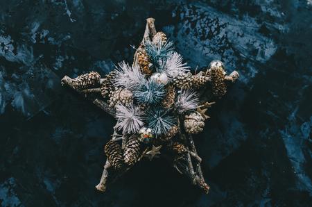 Christmas tree decoration on the vintage background Stockfoto - 117215407