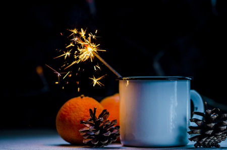 Golden christmas sparkler in cup, new year mood Stockfoto