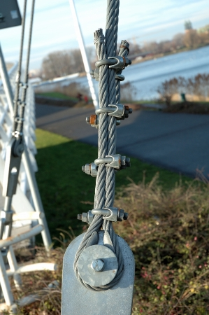 solid wire: Steel rope connection to steel plate