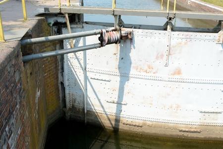 puertas de hierro: Parte de la antigua esclusa - close up
