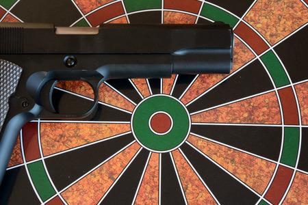 airsoft: Airsoft gun on target - dartboard