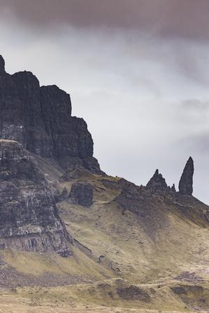 Die Storr-Felswand auf der Isle of Skye in Schottland. Standard-Bild - 90070368