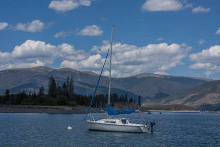 lake dillon: Sailboat at Dillon Lake, Colorado in summer