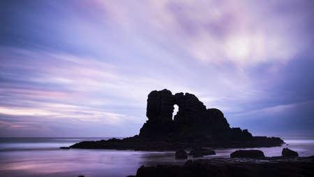 Long exposure image of Keyhole rocks at Anawhata beach, Waitakere, Auckland Imagens