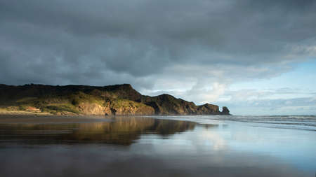 Stormy clouds over Bethells beach, Waitakere, Auckland Imagens