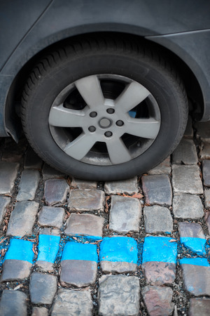 signal pole: Blue parking zone for cars in the city