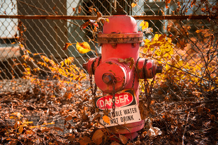 borne fontaine: Abandonn� bouche d'incendie