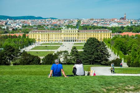 schloss schoenbrunn: Tourists visiting famous Schonbrunn Palace in Vienna, Austria