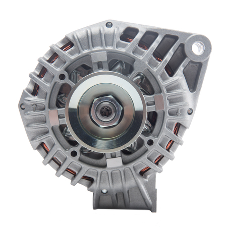 alternateur: Générateur d'électricité ou de l'alternateur isolé sur fond blanc. pièces de moteurs de voitures.