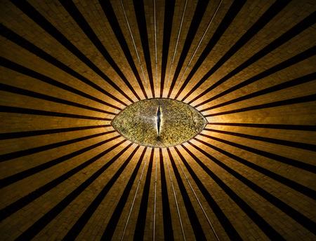 선과 빛을 가진 황금 모든 - 보는 익명의 눈 추상 종교 배경