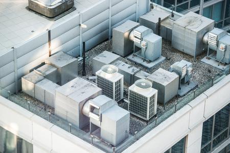 건물 옥상의 공기 조건 시스템 스톡 콘텐츠