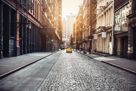 La ciudad de Nueva York Manhattan SoHo street al atardecer de fondo