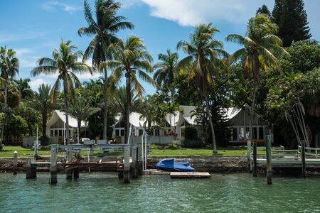 Ocean private houses with palms and piers in Miami Beach, Florida, USA 免版税图像