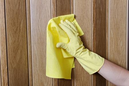 rag: Hand cleaning door.