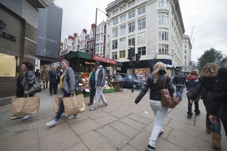 LONDON - OCTOBER 17. Evening in Oxford street. Editoriali