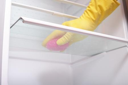 Un r�frig�rateur de nettoyage des mains.
