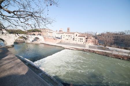 tiber: R�o T�ber en Roma, Italia. Foto de archivo