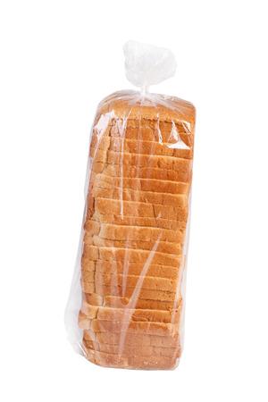 白で隔離されるビニール袋でスライスされたパン。